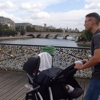 Spacery z wózkiem i dwójką maluchów to w Paryżu prawdziwe wyzwanie:)